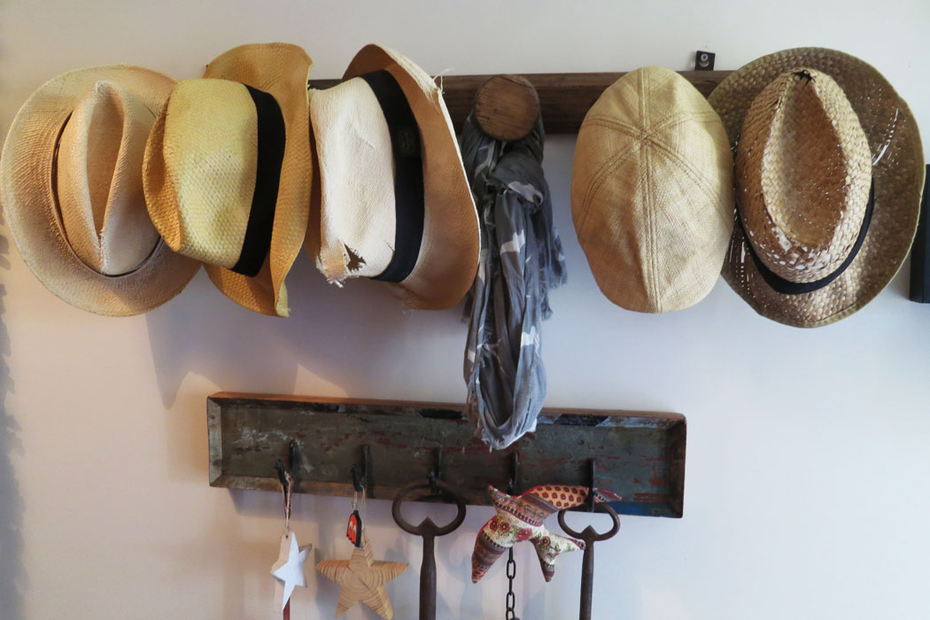 fazenda-nova-country-house-algarve-portugal-roomreporter-hats